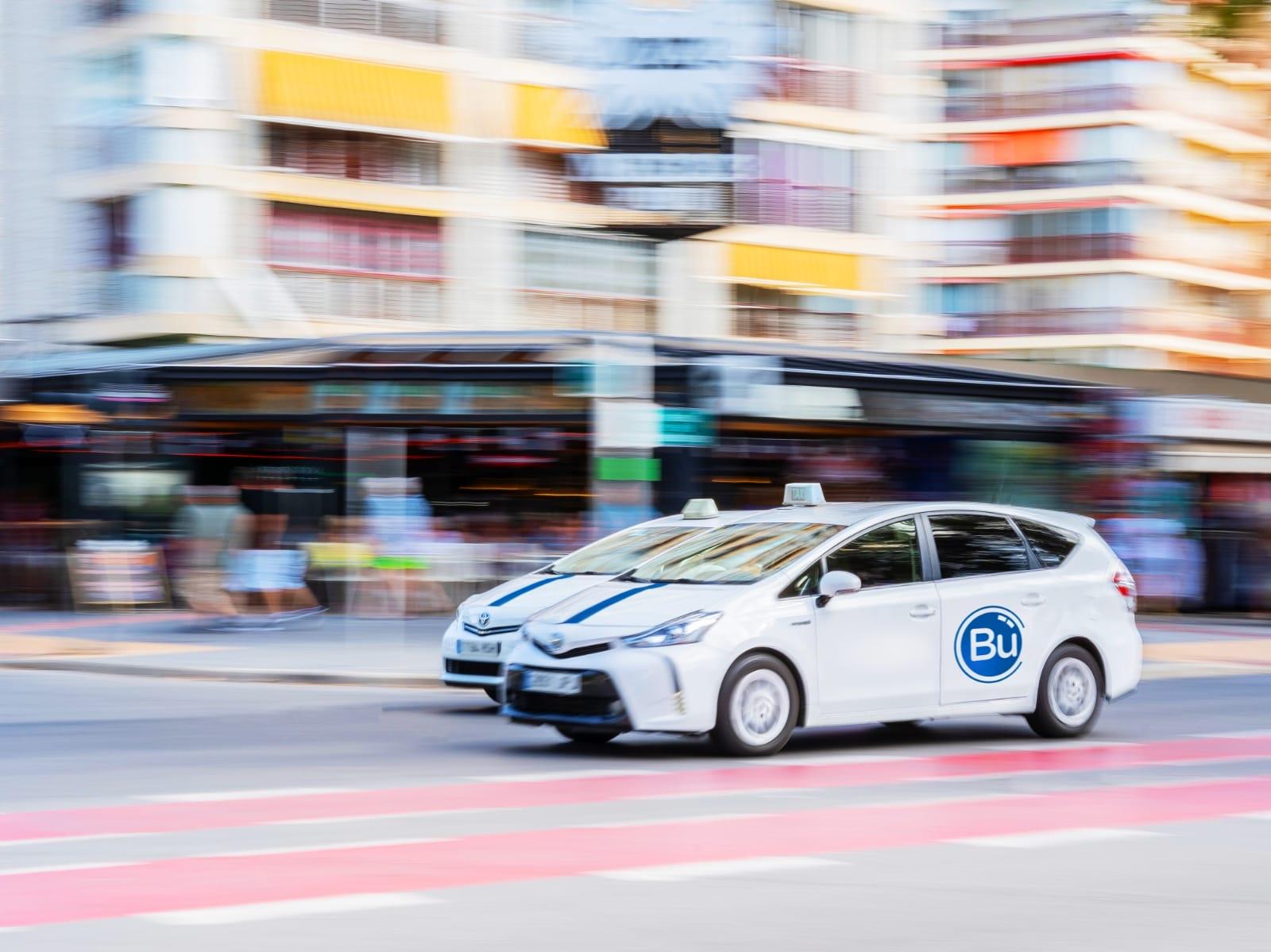 publicidad taxi benidorm - buooh - gestores de espacios publicitarios